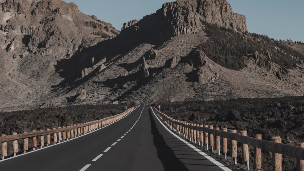 Los Loros Ruta Arona Gran Hotel - Los Loros - El Teide | Dificultad: alta | Carretera | Desnivel positivo: 4660m.    Descargar la ruta
