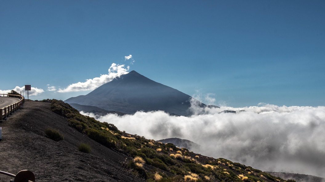 Teide Arona Gran Hotel Route - Teide | Difficulty: high | Road | Positive slope: 2882m.      Download route